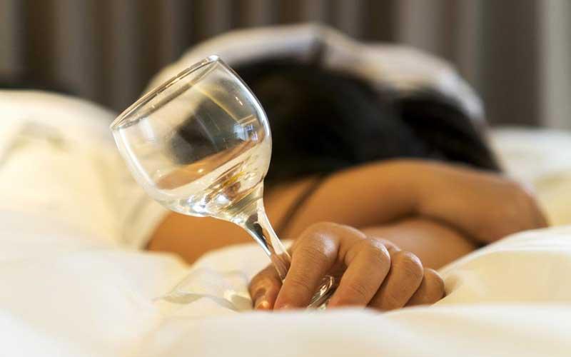 does alcohol affect sleep