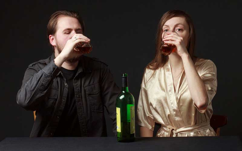 Does alcohol affect men and women differently?